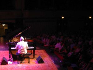 Randy enchants the Viennese in 2006.